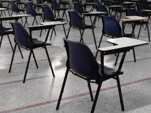 כיסאות לסטודנטים